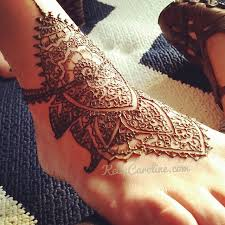 henna design on the top of the foot henna foot feettattoos