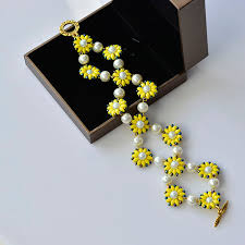 flower beaded bracelet images Instruction on how to make pearl flower bracelet with yellow 2 jpg