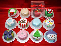 Christmas Cake Decorating Accessories by Mini Christmas Cakes Christmas Pinterest Mini Christmas