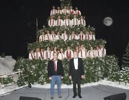 clover pass singing christmas tree