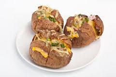 pomme de terre en robe de chambre au four pommes de terre en robe de chambre cuites au four chaudes avec le