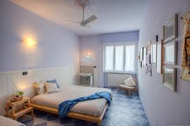 colore rilassante per da letto bianco azzurro e colore naturale legno colori rilassanti