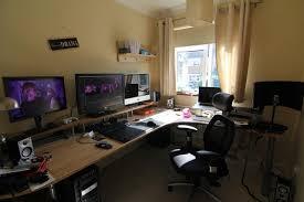 best gaming desk for 3 monitors best gaming desk for 3 monitors gaming setup pinterest