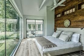 lambris mural chambre decoration lambris mural bois brut chambre adulte rustique