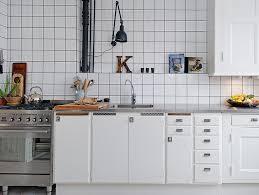 cuisine carrelage blanc le joint noir ou gris pour le carrelage joli place