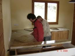 poser plan de travail cuisine pose du plan de travail en granit suivi de la construction d