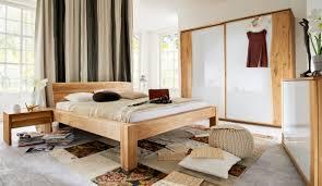 Bilder Schlafzimmer Natur Schlafzimmer Aus Massivholz Mit Baumkante Massivholzschrank In