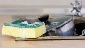 eponge cuisine votre éponge à vaisselle est moins propre que votre toilette ici