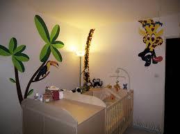 chambre jungle davaus rideau chambre bebe thème jungle avec des idées