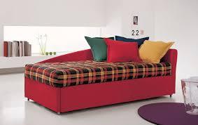 trasformare un letto in un divano letto con secondo letto estraibile letto e materasso
