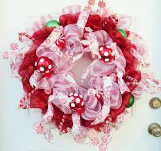 christmas pinecone crafts decor ideas from youngsuger loveitsomuch