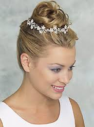 wedding hairstyles for short hair with crown and veil