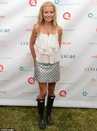 how does kelly ripa style her hair it won t rain on her parade pin thin kelly ripa is armed with