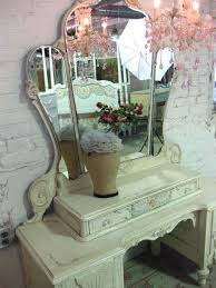 Shabby Chic Vanity Table by Best 25 Antique Makeup Vanities Ideas On Pinterest Vintage