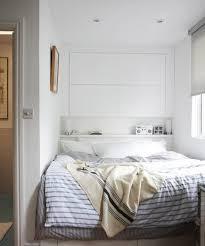 chambre a coucher blanche chambre à coucher tête lit rangement blanche étagères tiroirs