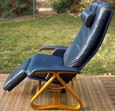 Zero Gravity Recliner Leather Listening To Relaxed With Zero Gravity Chairs Myhappyhub