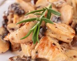cuisiner escalope de dinde recette escalopes de dinde aux chignons et à la crème fraîche