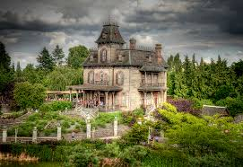 Sié E Social Disneyland Phantom Manor Disneyland One Of The Attractio Flickr