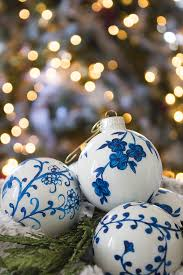 diy chinoiserie ornaments shades of blue interiors