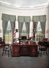 Gold Curtains In The Oval Office Oval Office History White House Museum