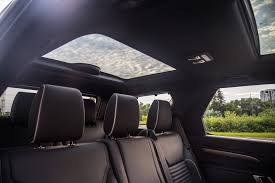 range rover sunroof open review 2017 land rover discovery hse si6 canadian auto review