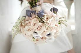 brides bouquet how to choose your bridal bouquet farah novias