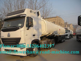 color can be choosed sinotruck howo a7 6 x 4 oil tank truck 25000l