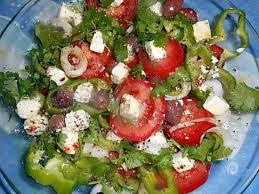cuisiner le poivron vert recette de salade de tomate poivron a la féta
