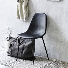 chaise en chaise en métal noir et simili cuir par 2 forms house