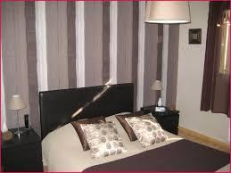papier peint chambre adulte tendance papier peint chambre parents avec deco tapisserie couleur peinture