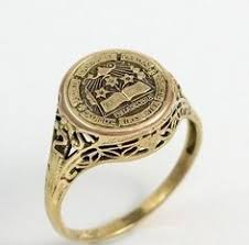 high school class ring companies women s baylor ring with seal in yellow gold baylor