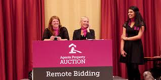 i bid how do i bid at a house auction a guide to property auctions