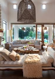 salon con chaise longue cama mesa de centro de madera sofa salon con chaise longue cama mesa de centro de madera sofa grandes ventanales