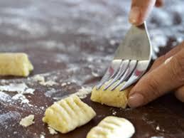 comment cuisiner des gnocchi comment faire des gnocchis de pomme de terre elleadore