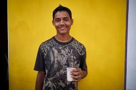 cr r un bureau d ude unhcr grateful refugee opens home to venezuelans in need