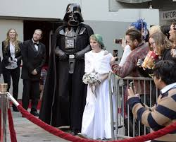 what to get a star wars fan star wars fans get married while waiting in line for the force