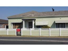 3 Bedroom House 3 Bedroom House For Sale In Avonwood Acutts Estate Agents