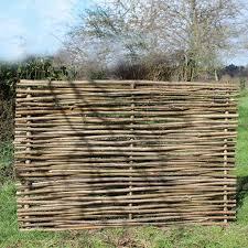 cloture jardin bois les 25 meilleures idées de la catégorie noisetier sur