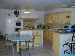 cuisine repeinte en blanc cuisine repeinte en blanc brillant gris satin au mur et béton