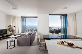 Split Level Bedroom by Three Bedroom Split Level Penthouse Ramada Vetroblu Scarborough