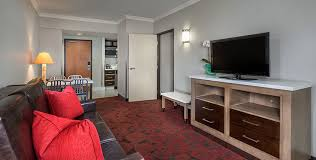 What Hotel Chains Have 2 Bedroom Suites Anaheim Hotel Rooms And Suites Desert Palms Hotel U0026 Suites