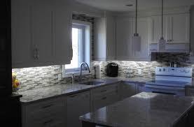 cuisine avec comptoir cuisine en polyester comptoir de quartz avec dosseret mosaïque