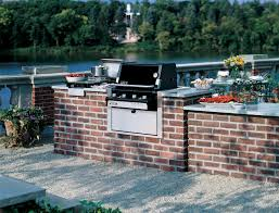 this sahara flatbed 3 burner gas bbq features german oak shelving