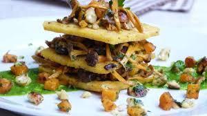 cuisiner des chanterelles millefeuille de polenta aux chanterelles d automne noisettes et