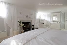 chambre et beaucoup de blanc un peu de gris chambre et salle de bain des