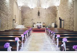 decoration eglise pour mariage décoration église mariage fleurs violettes mariage lau