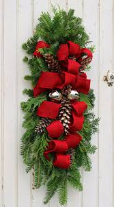 Making Christmas Decorations For Outside Best 25 Christmas Swags Ideas On Pinterest Christmas Outdoor