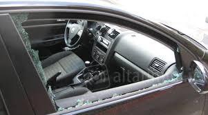 porta cd per auto finestrino di auto in pezzi per rubare un porta cd la bravata
