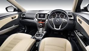 nissan dualis interior the motoring world