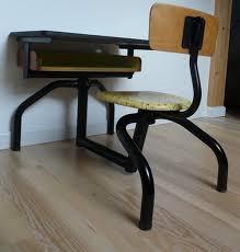 bureau ancien ecolier ancien bureau d écolier décoré en jaune et noir meubles et